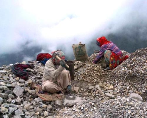 Road_workers_crushing_rocks,_Kullu,_2004